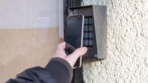 不在でも宅配受け取り可能。スマートロック普及の鍵はサービス連携にあり