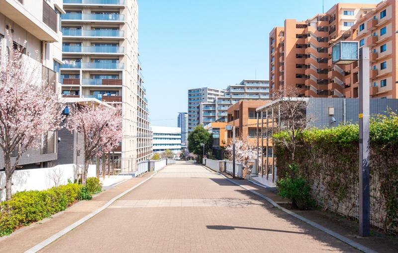 マンションが立ち並ぶ住宅地